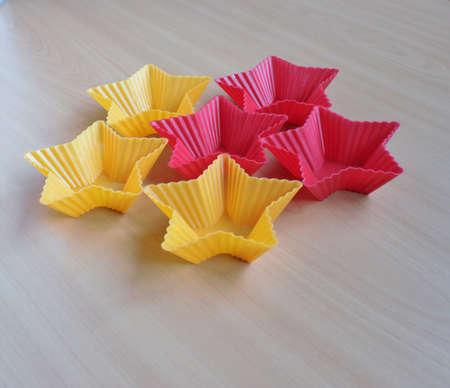 Form zum Backen von Cupcakes in Form eines Sterns Standard-Bild - 69921326