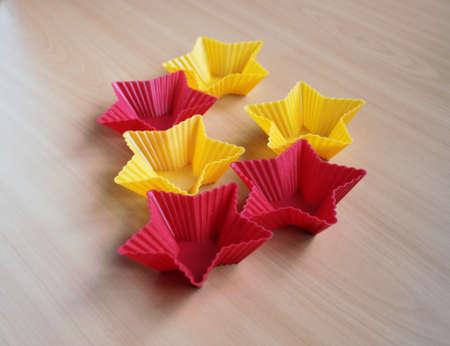 Form zum Backen von Cupcakes in Form eines Sterns Standard-Bild - 69921328