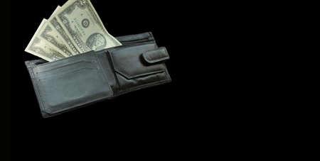 Schwarze Geldbörse mit Banknoten zwei Dollar auf weißem Hintergrund Standard-Bild - 71650550