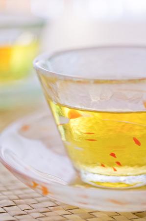 té de cebada iceted para clientes en japón Foto de archivo