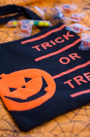 espantapajaros: Halloween para bolsa de trick-or-treat Foto de archivo