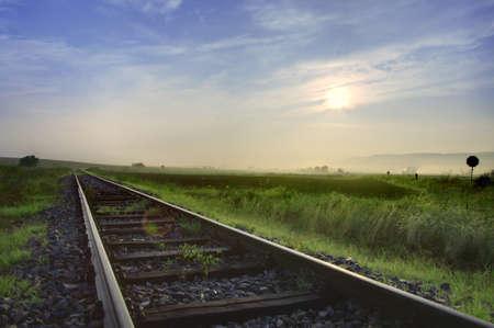ferrocarril: Ferrocarril pistas en el medio de la nada HDR