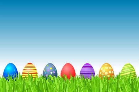 pascuas navide�as: Huevos de Pascua en una fila en hierba Foto de archivo