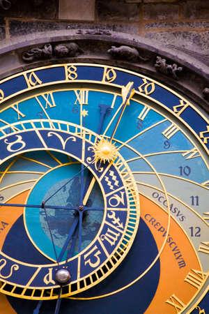 cronologia: Detalle forman el reloj astron�mico de Praga