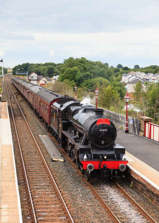 Der Waverley. Konservierte Dampflok 45690, führt Leander die Waverley in Appleby Station, auf der Settle nach Carlisle-Bahn. Standard-Bild - 73912077