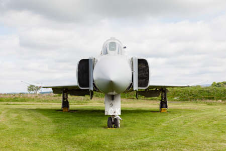 avion de chasse: McDonnell Douglas Phantom.  McDonnell Douglas Phantom FGR2 XV406 is pictured at Solway Aviation Museum in Cumbria, England.  The Phantom was a supersonic interceptor fighter bomber.