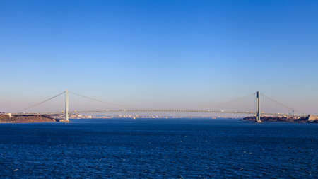 The Verrazano Narrows Bridge.  The Verrazano Narrows bridge is a cable stayed bridge spanning the Narrows and connecting the New York City boroughs of Staten island and Brooklyn. Stok Fotoğraf