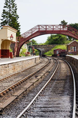 A view along the railway track at Goathland Station on the North Yorkshire Moors Railway. 報道画像