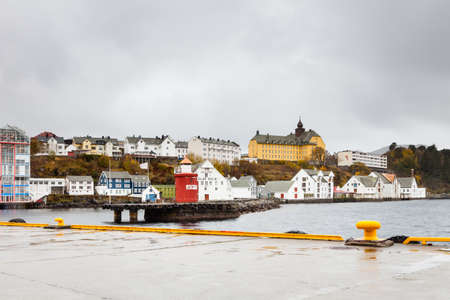 Gateway to the port town of Alesund on the west coast Norway. Redactioneel