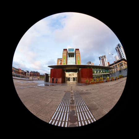 A fish eye view of the entrance to The Baltic Centre for Contemporary Art in Gateshead, North East England.  The centre is a converted flour mill on the banks of the River Tyne. Redactioneel