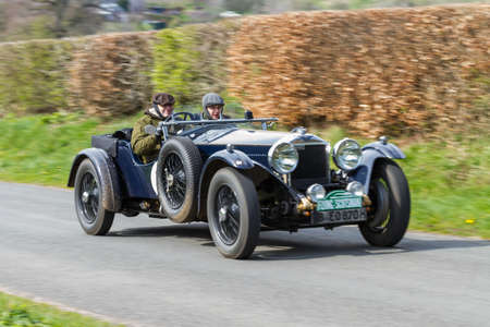A 1931 Invicta S Type climbs Southwaite Hill in Cumbria, northern England.  The car is taking part in the 11th Flying Scotsman Rally, a free public-event. Redactioneel