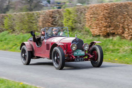 A 1930 Alfa Romeo 6C climbs Southwaite Hill in Cumbria, northern England.  The car is taking part in the 11th Flying Scotsman Rally, a free public-event. Redactioneel