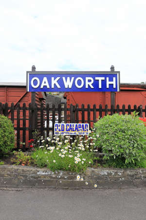 A destination sign for Oakworth Station on the Keighley and Worth Valley Railway in Northern England.  The station was used as the main location for the film the Railway Children. Redactioneel