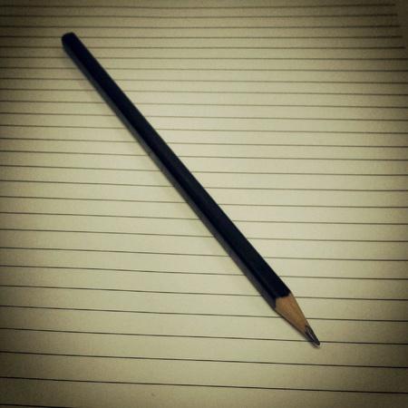 paper note: L�piz negro en la nota de papel