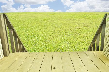 bajando escaleras: Para bajar las escaleras a la zona verde