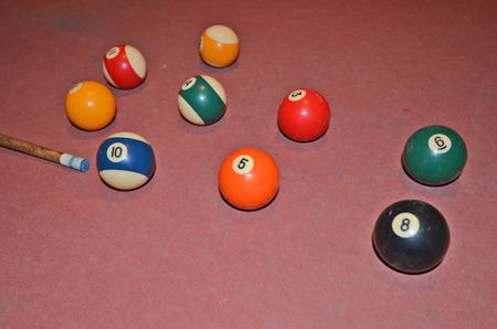 friso: Las bolas de billar del color en suelo friso de edad Foto de archivo