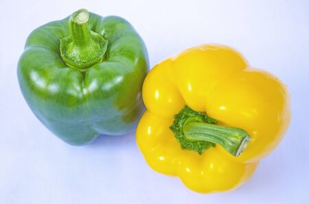 Green and yellow sweet pepper close up Imagens
