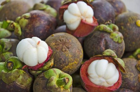 Yummy white fruit of mangosteens on heap Imagens