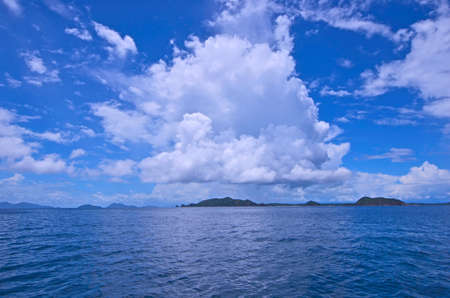 Beautiful white clouds in blue sky over the sea 免版税图像