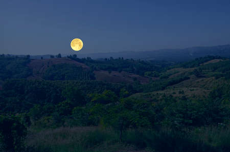 Beautiful full moon over the mountains in countryside Imagens