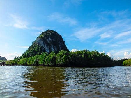 paradigma: Se adhieren a la madera paradigma barco costa atractivo tur�stico Krabi Tailandia hermosa isla mar marina 3