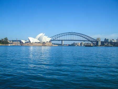Sydney Opera House Sydney Harbour Bridge ponte stradale città in Australia Sydney bella casa curva persone HABITAT 2 Archivio Fotografico - 25600727