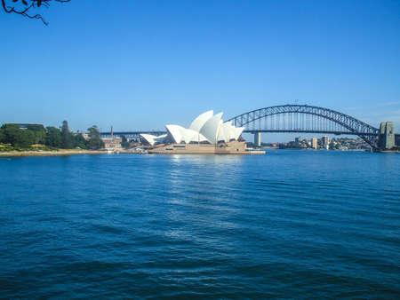 シドニー ・ オペラ ・ ハウス シドニー港橋道路橋市オーストラリア シドニーの美しい曲線には家の人々 の生息地