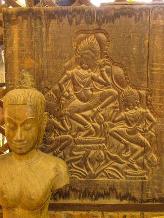trinchante: Camboya Angkor Wat Khmer Asia atracci�n tur�stica de la ruta Ver Centro de Artesan�a Artesan�a Centros de artesan�as de madera tallado �ngel Carver Foto de archivo