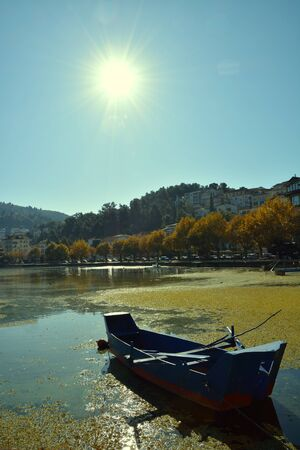 Wooden fishing boat in the lake a autumn sunny morning Stockfoto