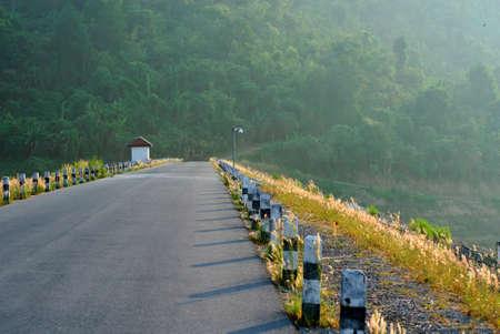 Sunrise at Khun Dan Prakarnchon Dam in Thailand 版權商用圖片 - 9240769