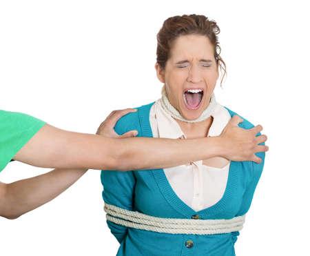 incartade: Gros plan portrait de femme attach�e avec une corde enlev�, le bras tendre la main, la prendre comme elle pleure, isol� sur fond blanc. L'injustice sociale, la d�pravation humaine, d�lit, crime. Banque d'images