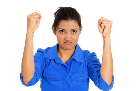 boca cerrada: Primer retrato de amargo descontento enojado, enojado gru�ones mujer irritable cerr� la boca, los pu�os en el aire a punto de algo bash, aislado en fondo blanco. La emoci�n negativa sensaci�n de la expresi�n facial