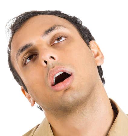 megfosztott: Közeli portré egy nagyon fáradt, szinte elalvás férfi, küzd, hogy ne összeomlik, vagy túlterheltek, amelyek a rossz idő, elszigetelt, fehér alapon. Negatív emberi érzelmek arckifejezés érzés Stock fotó