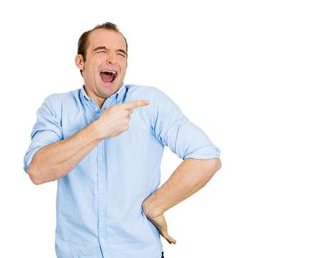 riendo: Primer retrato de hombre joven, riendo, apuntando con el dedo, los brazos a alguien, algo, aislado sobre fondo blanco. Positivo expresi�n de la cara humana, las emociones, los sentimientos, la actitud, el enfoque, la reacci�n