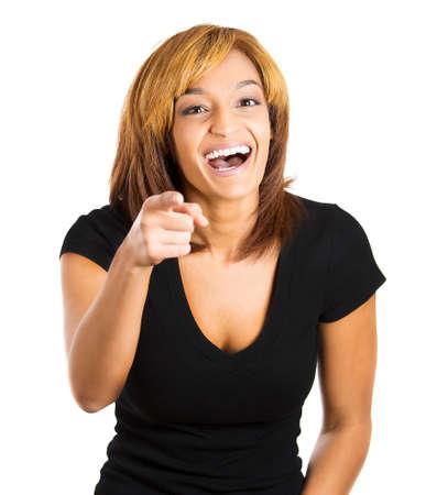 to degrade: Primer retrato de risa emocionada, feliz mujer se�alando a su c�mara gesto con el dedo, aislado en fondo blanco. Emociones humanas positivas sentimientos de expresi�n facial