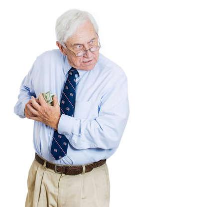 ego�sta: Primer retrato de codicioso ejecutivo, director ejecutivo, jefe, empleado de la empresa de edad, hombre de negocios, la celebraci�n de los billetes en d�lares con fuerza, la clandestinidad, posesivo, aislado en fondo blanco.