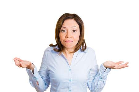 business skeptical: Primer retrato, infeliz, maduran bastante, grosero, mujer, gerente, maestro, trabajador preguntando cu�l es el problema, a qui�n le importa, �y qu�, no s�. Fondo blanco aislado. Emociones humanas negativas Foto de archivo