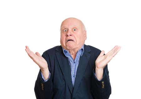 persona confundida: Retrato de detalle, el hombre maduro mayor despistado mudo, brazos preguntando por qu� cu�l es el problema a qui�n le importa qu�, no s�. Fondo blanco aislado. Negativos emoci�n humana sentimientos de expresi�n facial Foto de archivo