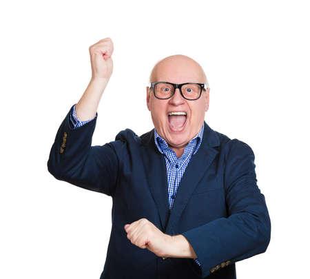 loteria: Primer retrato, hombre maduro mayor, excitado, energético, sonriente, hombre de negocios ganador, los brazos, el puño de bombeo, celebrando el éxito, fondo blanco aislado. Emoción humana positiva, expresión facial
