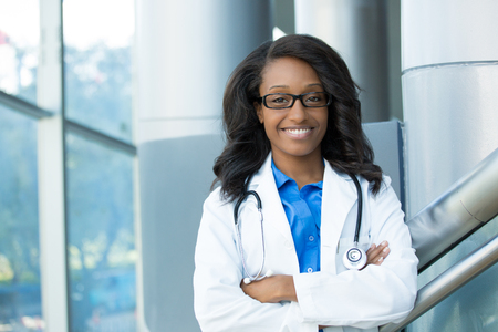 Closeup portrait of friendly, smiling confident female healthcare professional with lab coat, stethoscope, arms crossed. Isolated hospital clinic background. Time for an office visit Zdjęcie Seryjne - 46875981