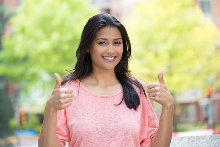 Close-up portret van jonge mooie vrouw in roze overhemd met twee duimen omhoog teken gebaar, geïsoleerd buiten achtergrond. Positieve emotie gezichtsuitdrukking gevoelens, tekens en symbolen, lichaamstaal Stockfoto - 48738698
