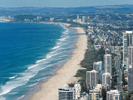 Skyline and beach of Surfers Paradise, Gold Coast. It one of Australia's iconic coastal tourist destinations. Banque d'images
