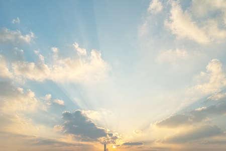 Beaux nuages ??de coucher du soleil Banque d'images - 76069917