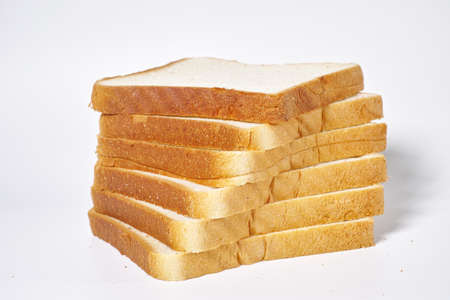 sliced bread on white background Banque d'images