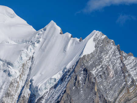 Snow peaks of Mount Chanodug on a clear day, Daocheng Yading National Park, Sichuan, China. Banque d'images