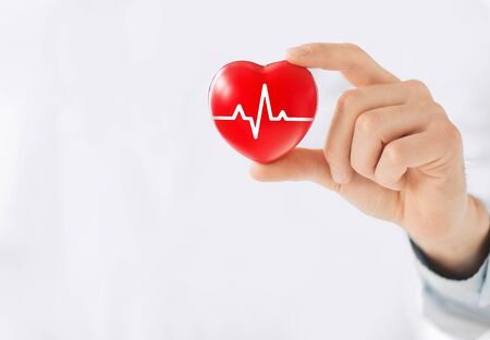Hand holding a heart with ecg line Zdjęcie Seryjne