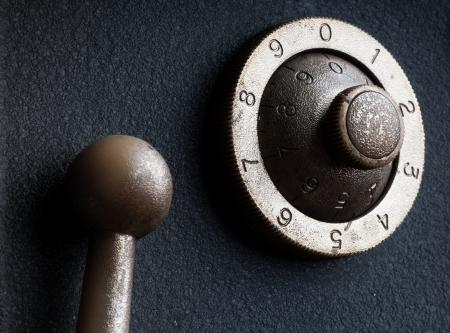 turn dial: old safe lock