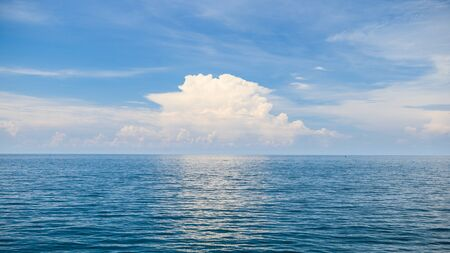 blue sea sunny day with cloud blue sky , nature background 免版税图像