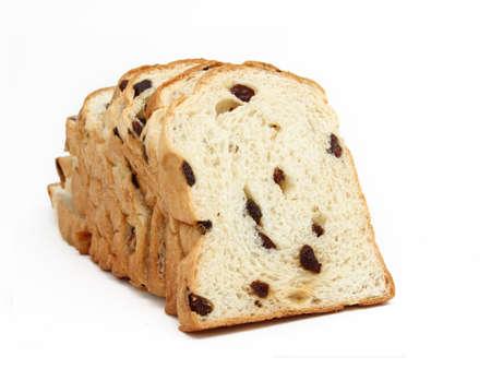 El pan de molde con pasas aislados sobre fondo blanco Foto de archivo