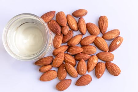 Almonds are useful to help fight free radicals. Strengthens the immune system in the bodyHelps to slow down aging and wrinkles of age well